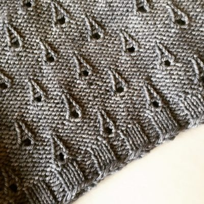 detail of the Rain on Notre Dame cowl by Imagined Landscapes - Droplet stitch, aka Eiffel Tower stitch